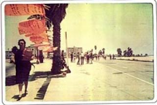 Mónica Mayer, El Tendedero. Proyecto Making It Safe de Suzanne Lacy. Los Ángeles, 1979. Documentación de instalación participativa. Archivo Pinto mi Raya