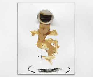 Antoni Tàpies, Palangana, 2009, mixed technique and assembly on canvas, 162 x 130 x 24 cm — Cortesía de Galerie Lelong & Co.