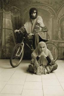 Untitled, 1998 © Shadi Ghadirian. Courtesy of Silk Road Gallery // Cortesía de Contemporánea