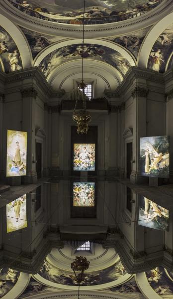 """Vista de la exposición """"Ángelas"""" en San Antonio de la Florida"""