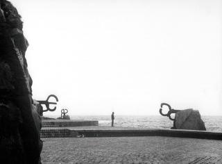 Peine del viento XV, San Sebastián   ©Zabalaga Leku. San Sebastián, VEGAP, 2019. Sucesión de Eduardo Chillida y Hauser & Wirth. Foto: Català Roca — Cortesía del Museo Chillida Leku