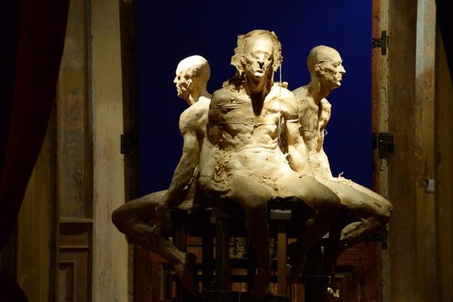 Grzegorz Gwiazda, 'Heretic' (papel y resina) – Cortesía del Museo Europeo de Arte Moderno (MEAM)