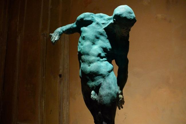 Grzegorz Gwiazda, 'Flightless' (bronce) – Cortesía del Museo Europeo de Arte Moderno (MEAM)