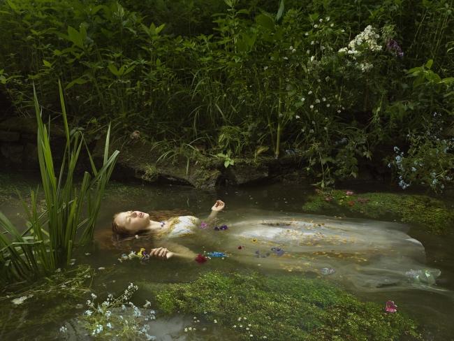 Julia Fullerton-Batten. Ophelia, serie ''Old Father Thames'', 2018