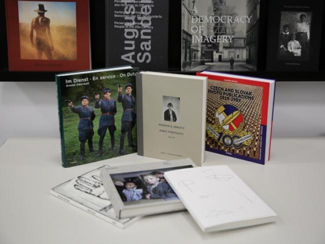 @ CAF. Imagen de la exposición bibliográfica Steidl en la Biblioteca especializada del CAF — Cortesía del Centro Andaluz de la Fotografía