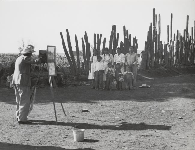 Lola Alvarez Bravo, Mi colega, ca. 1950. © Center for Creative Photography, The University of Arizona Foundation: Lola Álvarez Bravo Archive.