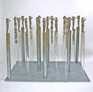 Marta S. Luengo, Pero aún veo (detalle), 2008. Resina epoxi policromada, metacrilato y hierro. 134 x 180 cm x 120 cm. — Cortesía de la Galería BAT Alberto Cornejo
