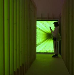 """Iván Navarro, """"Labyrinth"""", 2020 — Cortesía de Luciana Brito Galeria"""