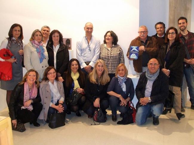 Grupo de artistas participantes en la exposición