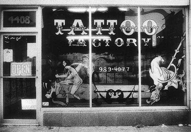 """Lourdes Grobet, """"53 cuadras"""", 1985 detalle de la instalación que incluye  serie de 53 fotografías"""