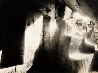 Martin Chambi, Incendio en la cumbre de Huayna Picchu, Machu Picchu, 1928. Colección Jan Mulder – Cortesía de FotoMéxico 2017