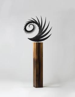Santiago Calatrava, S 255 B, 2017, bronze and oak, ed. 3 of 3, 66 1-2 x 27 1-2 x 19 3-4 in., NON 59.109 — Cortesía de la galería Marlborough