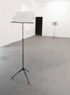 Nicolás Pontón, Sin título (serie Proposiciones), 2014. Atriles para partituras, impresión sobre papel. Medidas variables