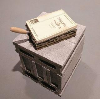 Karlo Andrei Ibarra,  Basamentos, libros intervenidos con cemento y espátula de construcción, 22x42x10 cm, 2018 — Cortesía de ATM
