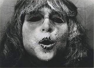 Katalin Ladik. Poemask II/4, 1982. Créditos: Ana Lazukic — Cortesía de la Galería Elba Benítez