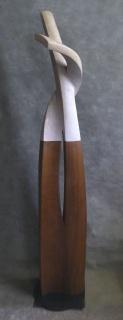BOLERO, piedra de Ulldecona y madera de iroko