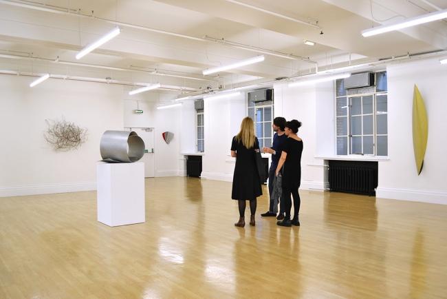 David Rodríguez Caballero. Sculptures and drawings (Vista de la exposición) — Cortesía de We Collect