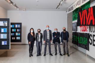 """Presentación de la exposición """"Memoria del presente"""" en la Sala Atín Aya © Niccolo Guasti — Cortesía del Instituto de la Cultura y las Artes de Sevilla (ICAS)"""