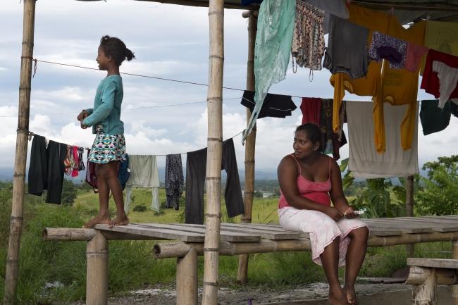 Exposición Huellas. Personas desplazadas por el terremoto. Ecuador. Foto Miguel Lizana-AECID — Cortesía de AECID