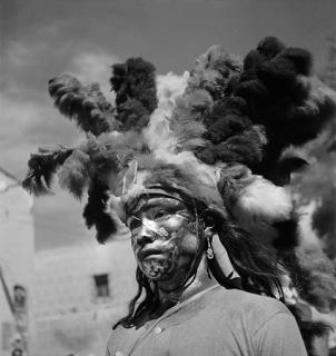 Pierre Verger, Indios bárbaros o Apaches de la Gran Tenochtitlán, Huejotzingo, Puebla, 8 a 9 de febrero de 1937. Colección Fundación Televisa – Cortesía FotoMéxico 2017