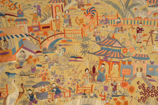 Mantón de Manila (embroidered Manila silk shawl) [detail], c. 1920. Silk. Museo del Traje, Madrid. ©Museo del Traje. Centro de Investigación del Patrimonio Etnológico, Madrid, Spain; CE053257. Photo by Lucía Ybarra Zubiaga.