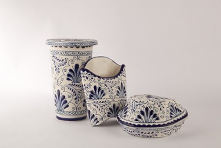 Ana Gomez, Combo Talavera, 2008–10. Handpainted stoneware. Imagen cortesía Art & Education