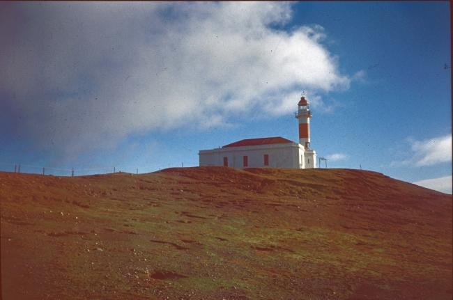 Faro Punta Delgada en los 90s. ARCHIVO ENTERRENO. CRÉDITO CRUCEROS AUSTRALIS — Cortesía del Centro de Arte Espronceda