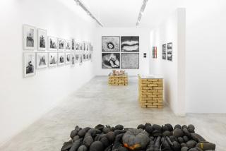 """Vista de la exposición """"O Ventre da Terra"""" — Cortesía de la Galeria Superfície"""