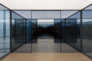 Carsten Höller, Seven Sliding Doors Corridor (Siete puertas correderas), 2016. 270 x 387 x 1.542 cm. Colección Fundación Botín, Santander. Fotografía: archivo Fundación Botín — Cortesía de la Fundación Botín