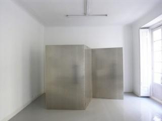 Miroslaw Balka, Barley Seeds Paravane, 285x210x118 cm, aluminio, pieza única, 2016