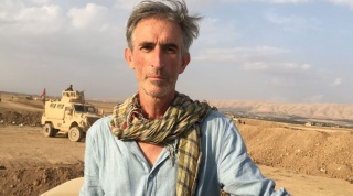 Portrait of Francis Alÿs, Peshmerga embed Mosul 2016. Courtesy the artist, David Zwirner, and the Power Station of Art.