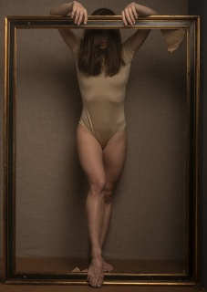 Luis Gaspar, Una mujer vestida de sol — Cortesía de Galeria Contrast
