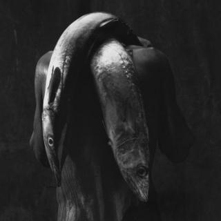 Mario Cravo Neto, Homem com dos pieces, 1992. From the series The Eternal Now, 1980-2000. Courtesy of Daros Latinamerica Collection, Zürich. Instituto Mario Cravo Neto / Instituto Moreira Salles