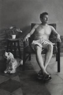 Primer Premio de Dibujo: Luiciana Mera. Papá, Dolce y la planta - Carbón sobre papel – 150x101 cm. — Cortesía de la galería Artelibre