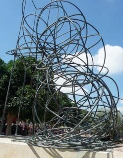 José Zugasti, El Peso de la Forma - h. 6 metres - 2001 - Museo al aire libre (Murcia)