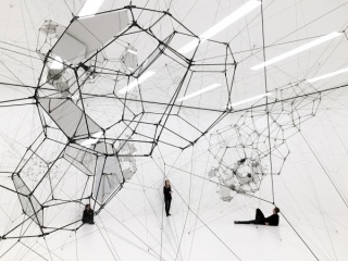 Vista de la exposición. Cortesía del artista; Tanya Bonakdar Gallery, Nueva York; Pinksummer contemporary art, Génova; Andersen's Contemporary, Copenhagen; Esther Schipper, Berlín. Fotografía: Tomás Saraceno, 2016.