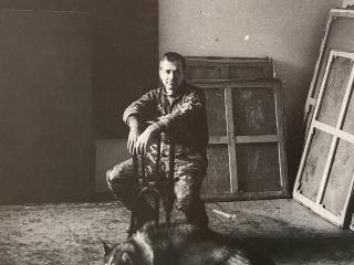Luis Feito en su estudio de Paris, 1960 — Cortesía de la galería Mayoral