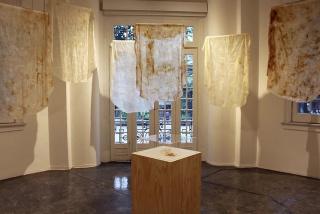 Lourdes González Osnaya. La paradoja de lágrimas. Naturaleza, cuerpo y rito en el textil contemporáneo — Cortesía de MUCA Roma