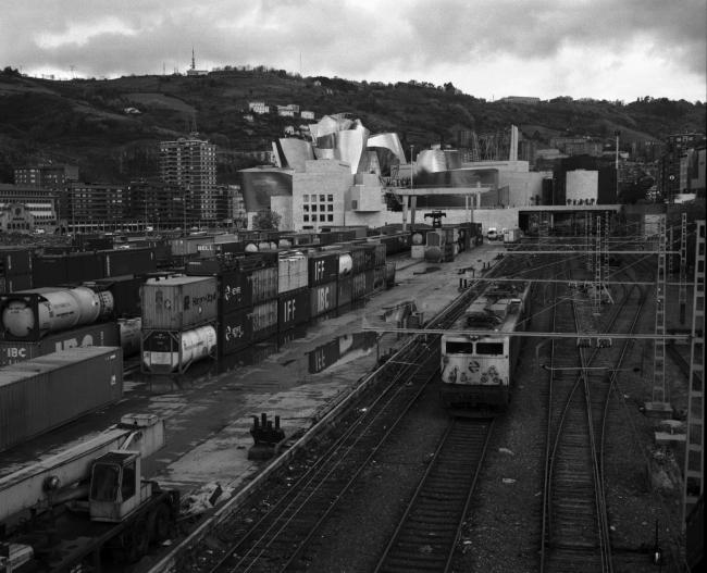 Mikel Eskauriaza, Bilbao, circa 1997, 2018. Proyección de diapositivas. Dimensiones variables. Cortesía del artista © Mikel Eskauriaza — Cortesía del Museo Guggenheim Bilbao
