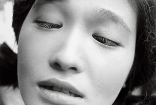 Shomei Tomatsu  Eiko Oshima, actriz en la película Shiiku (La presa), 1961  Colección del Tokyo Photographic Art Museum, Tokio  © Shomei Tomatsu – INTERFACE / Cortesía de Taka Ishii Gallery Photography / Film. Cortesía de la Fundación Mapfre
