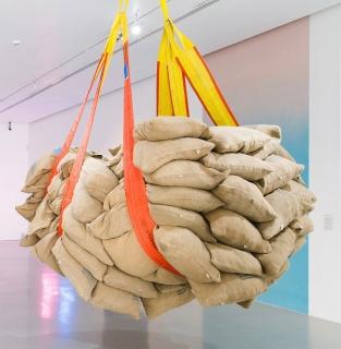 Asunción Molinos Gordo, Dumping, 2014. Photo Maj Lindström. Courtesy Museo de Arte De Zapopan, Guadalajara, Mexico — Cortesía de la Galería Travesía Cuatro