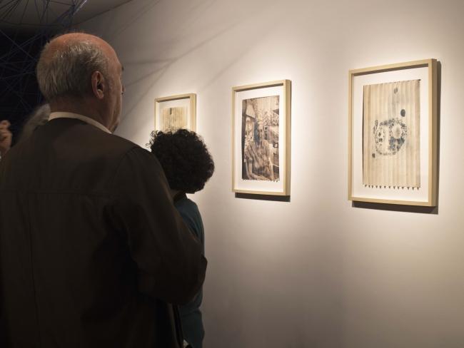 Vista de la exposición: Alejandra Morales. Cuerpos de Lewy — Cortesía de la artista