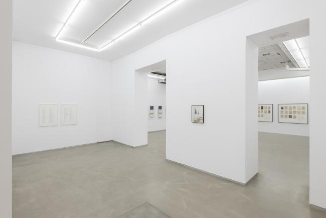 Alejandro Cesarco. Photographs in Different Sizes (Vista de la exposición) — Cortesía de la galería Parra & Romero