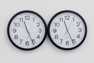 Felix Gonzalez-Torres, Untitled (Perfect lovers), 1987–90. Wadsworth Atheneum Museum of Art, Hartford, CT. Gift of the Peter Norton Family Foundation. © Felix Gonzalez-Torres. Courtesy of the Felix Gonzalez-Torres Foundation
