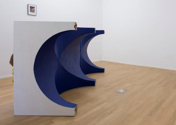 TERESA SOLAR, Palio Azul, 2015. Estructura de madera y materiales varios (poliuretano expandido, planchas de madera, etc.) Cortesía: la artista. Crédito de la fotografía: Roberto Ruiz