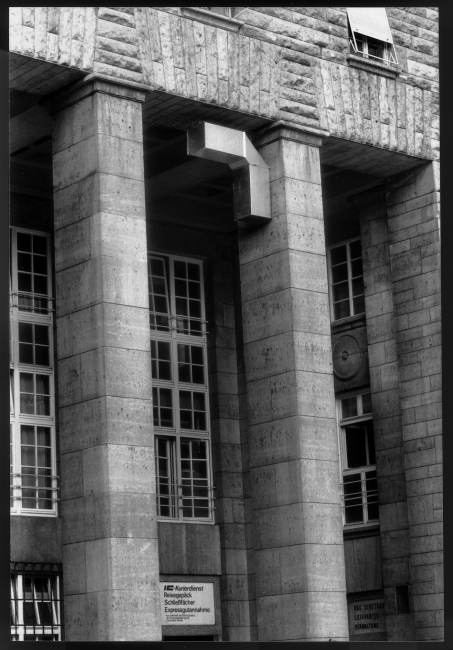 Charlotte Posenenske, Vierantrohre, Series D, 1967, vista d'instal·lació, Main Station Stuttgart, 1989 © Estate of Charlotte Posenenske. Foto: Dr. Burkhard Brunn, Frankfurt am Main. Courtesy Estate of Charlotte Posenenske, Mehdi Chouakri and Peter Freeman