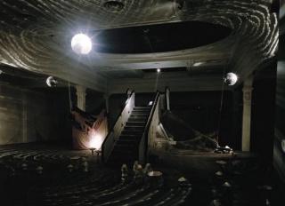 Carlos Pazos, No hay Replay, 1989. Vista de la instalación en la sala Metrònom, Barcelona, 1989 © Carlos Pazos, A+V Agencia de Creadores Visuales, Barcelona, 2020. Cortesía de Rafael Tous