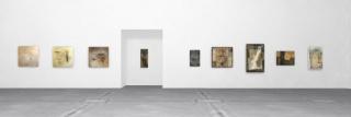 """Vista de la exposición """"Pinturas para un tiempo suspendido"""" con las obras de Mabel Benítez — Cortesía de Adriana Budich - Arte Contemporáneo"""