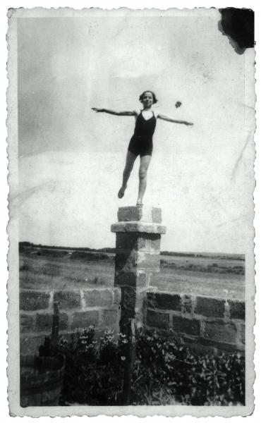 Jeannine à Pen-bé, 1937. Colección Eduardo Arroyo