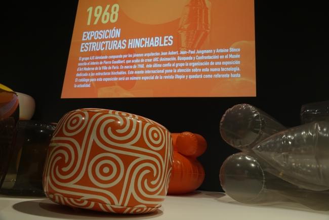"""Vista de la exposición """"Construir el aire. Arquitectura y diseño hinchable, 1960-1975"""" — Cortesía del Ayuntamiento de Málaga"""